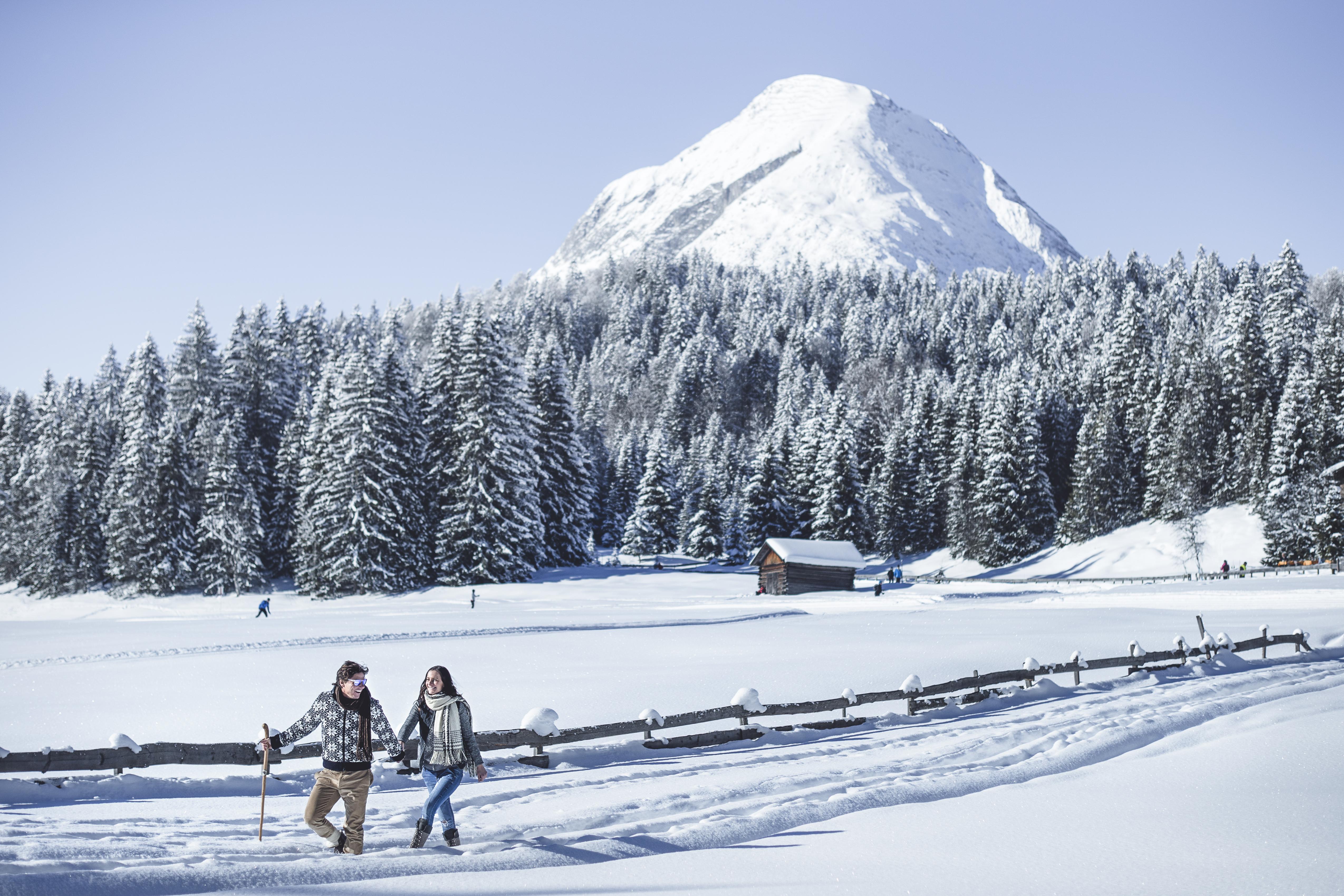 Winterwandern mit Blick auf die Hohe Munde