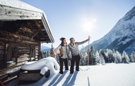 Winterwandern zu einer urigen Hütte